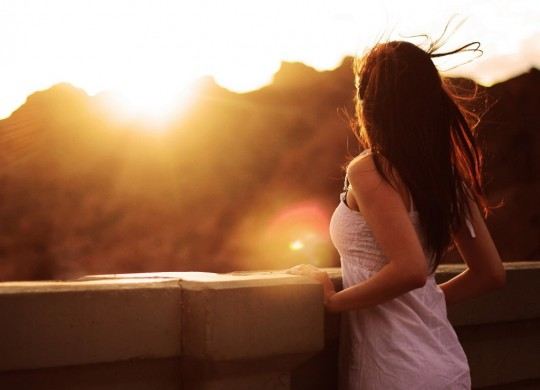 woman-watching-sunset-1600x1200-1024x768